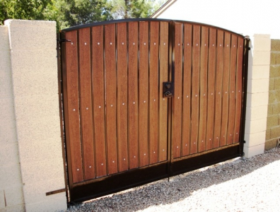 simple arched RV gate with rustic cedar composite and dark brown iron
